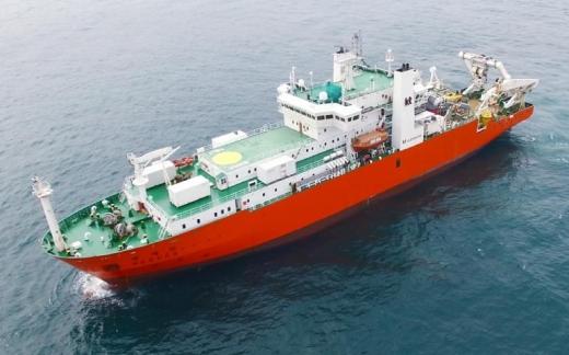 KT서브마린은 미국, 일본, 필리핀을 잇는 1만4600㎞ 규모 해저 케이블 설치 공사 구간 중 90억원 규모에 달하는 필리핀과 일본 연결 구간 공사를 수주했다고 밝혔다. 사진은 주피터 프로젝트에 투입되는 KT서브마린 '세계로호'의 모습. /사진=KT서브마린