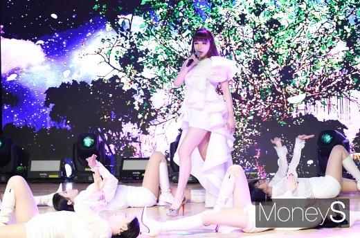 [머니S포토] 박봄, 무대 장악하는 가창력