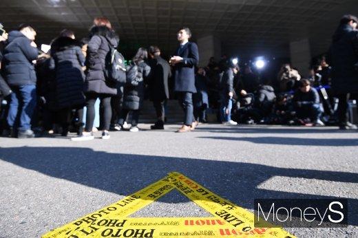 [머니S포토] 정준영·승리 줄소환, 서울지방경찰청에 설치된 포토라인