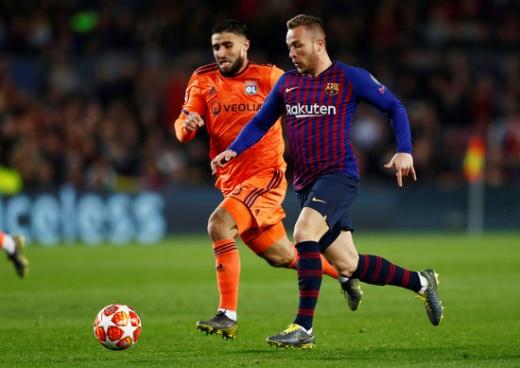 14일 오전(한국시간) 스페인 바르셀로나 캄프 누에서 열린 2018-2019시즌 UEFA 챔피언스리그 16강 2차전에서 팀의 승리에 기여한 FC 바르셀로나의 미드필더 아르투르 멜루(오른쪽). /사진=로이터