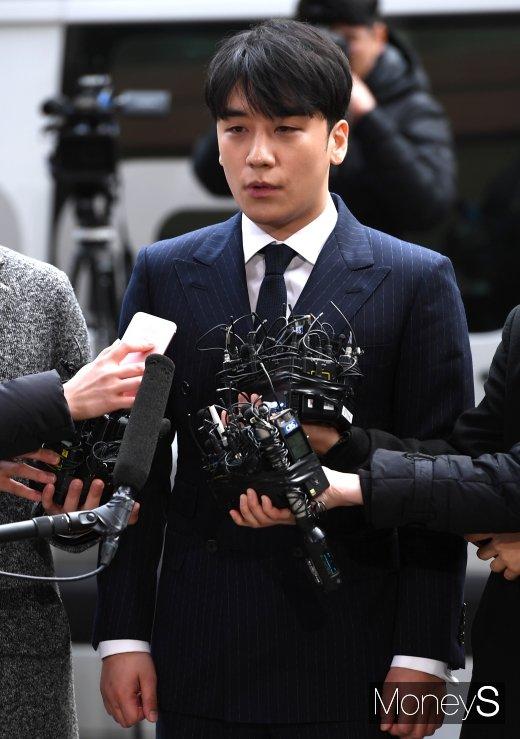 """[머니S포토] '성접대 의혹' 승리 """"성실하게 조사받겠습니다"""""""
