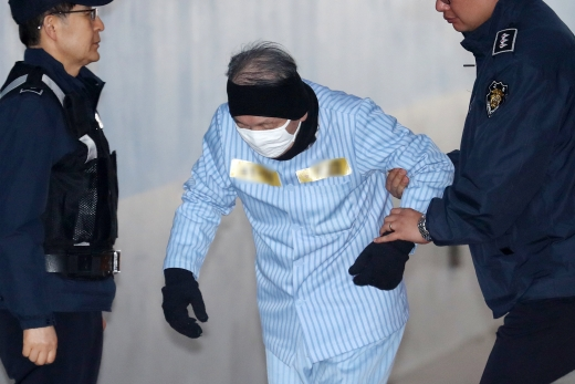 공판 출석하는 김기춘
