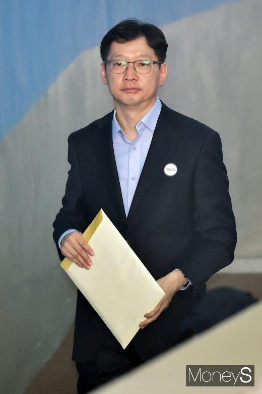 [머니S포토] 담담한 표정의 김경수 지사