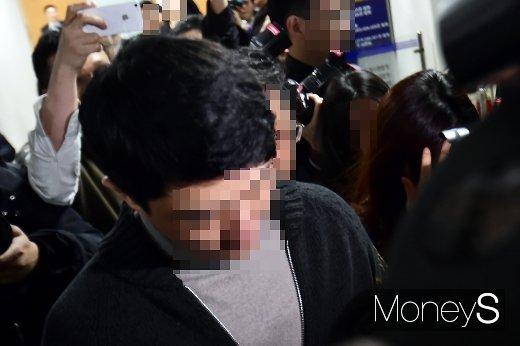 [머니S포토] 버닝썬 이문호 대표 영장심사, 법원 입구 '아수라장'