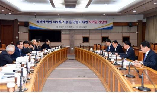 지난 19일 시흥시청 글로벌센터에서 '행복한 변화, 새로운 시흥'을 만들기 위한 도의원 간담회가 개최됐다. / 사진제공=시흥시청