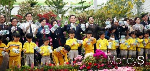 내달 26일 개막하는 함평나비축제의 성공을 기원하는 나비날리기 행사가 21일 함평엑스포공원 다육식물관에서 열리고 있다. /사진=함평군 제공