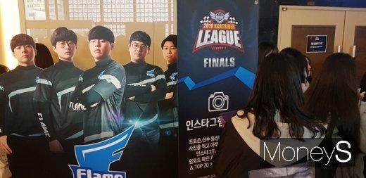 Flame팀 SNS 이벤트를 알리는 게시물. /사진=채성오 기자