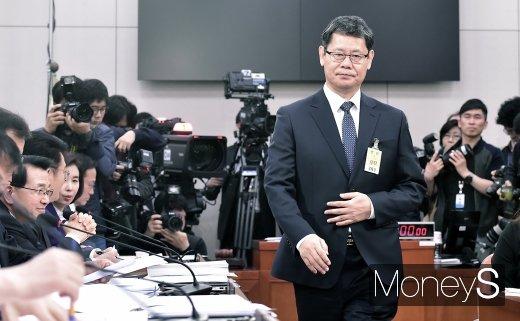 [머니S포토] 인사 검증대 오른 김연철 장관 후보자