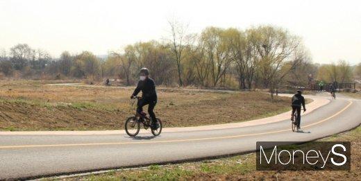 [머니S포토] 자전거 타기 좋은 '봄'
