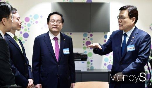 """[머니S포토] 최종구, """"금융권과 핀테크 회사 협력적 경쟁관계 구축해주길"""""""