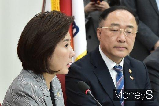 [머니S포토] 자유한국당 입장 전하는 나경원 원내대표