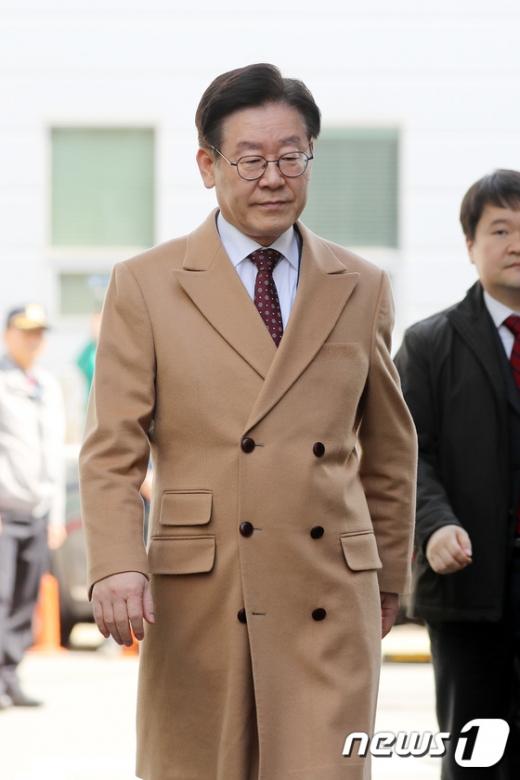 이재명 경기도지사가 지난 1일 오후 경기도 성남시 수원지방법원 성남지원에서 열리는 15차 공판에 출석하고 있다. / 사진=뉴스1