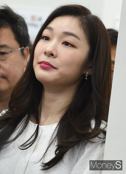 [머니S포토] 김연아 '뽀얀 아기 피부'