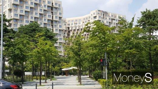 서울 시내 한 오피스텔 앞 공원. /사진=김창성 기자