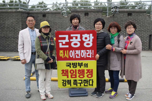 수원화성 군공항 이전을 촉구하는 군공항이전 수원시민협의회의 1인 시위가 지난 9일로 1년을 맞았다. / 사진제공=수원시