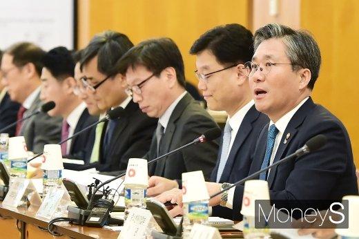 """[머니S포토] 성윤모 장관, """"수출전략조정회의는 대한민국 수출 정책의 방향타"""""""