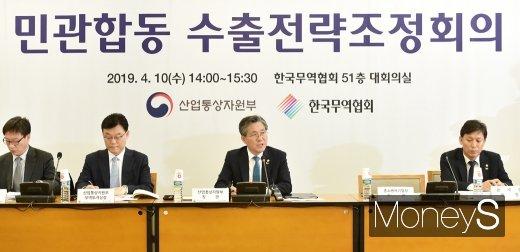 """[머니S포토] 성윤모 장관, """"수출 지원을 위한 노력이 실질적인 성과로 이어져야"""""""