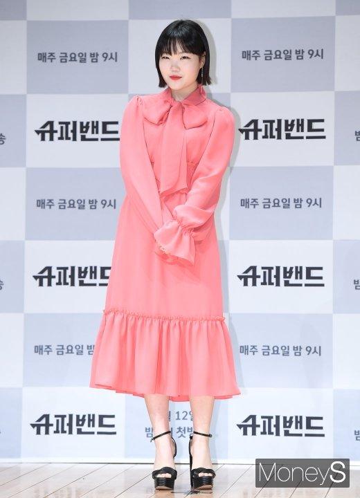 [머니S포토] 이수현, 러블리한 핑크빛 원피스