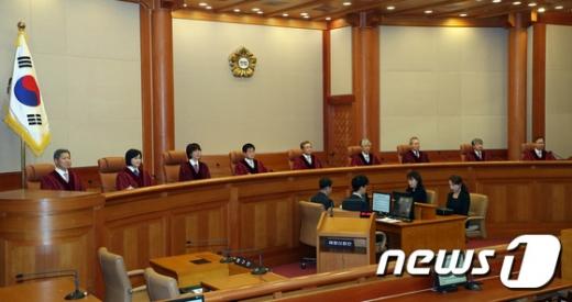 """헌재 """"낙태처벌 형법조항 헌법불합치"""" (속보)"""