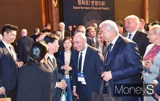 [머니S포토] OSJD 소속 사장들과 의견 나누는 손병석 코레일 사장
