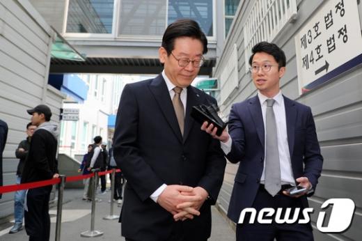 이재명 경기도지사가 지난 11일 오후 수원지방법원 성남지원에서 열리는 18차 공판에 출석하고 있다. / 사진=뉴스1