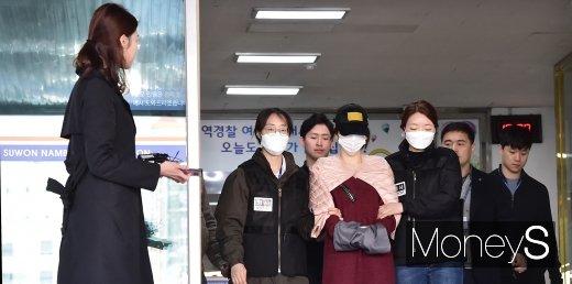 [머니S포토] '마약 진실게임' 남기고 검찰로 송치된 황하나