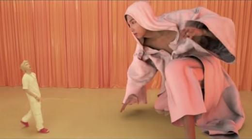 컴백 트레일러 영상에 등장하는 3D캐릭터(오른쪽). /사진=트레일러 영상 캡쳐