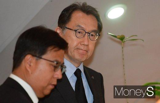 [머니S포토] 박진회 한국씨티은행장, 조양호 회장 빈소 조문