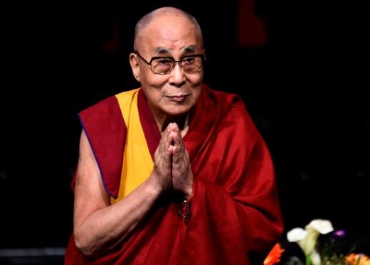 달라이 라마. 퇴원. 티베트불교의 최고지도자 달라이 라마(84)가 12일 병원에서 퇴원했다고 AFP통신 등이 보도했다. /사진=로이터