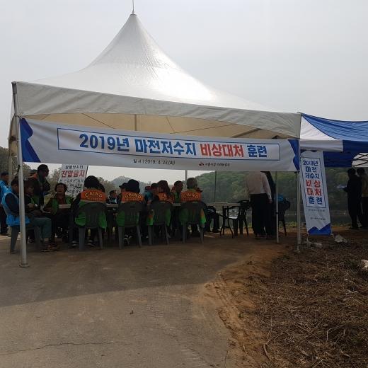 지난 23일 시흥 마전저수지에서 시흥시 민·관합동 마전저수지 비상대처 훈련이 실시됐다. / 사진제공=시흥시청