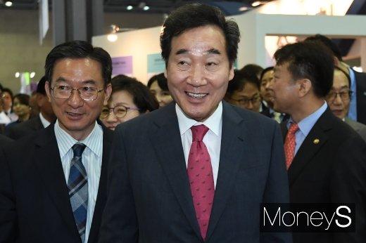 [머니S포토] '2019 코리아 나라장터 엑스포' 둘러보는 이낙연 총리