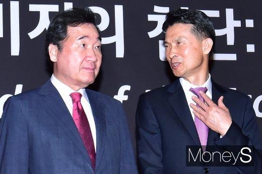 [머니S포토] 2019 키플랫폼, 의견 나누는 박종면 대표와 이낙연 총리
