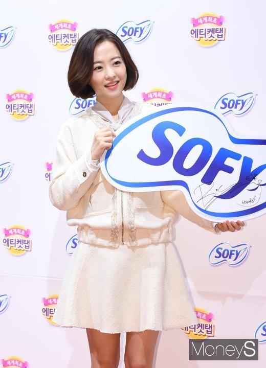 [머니S포토] 박보영 '미모 만큼 예쁜 사인'