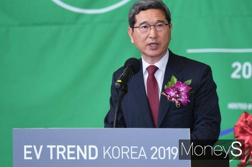 [머니S포토] 축사하는 김학용 환경노동위원장