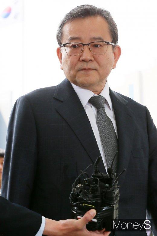 [머니S포토] 성범죄·뇌물수수 의혹 김학의 전 차관, 8일 검찰 출석