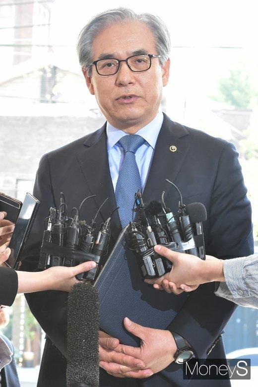 """[머니S포토] 김효준 BMW코리아 회장, """"심려끼쳐 죄송…재발방지 위해 노력할 것"""""""