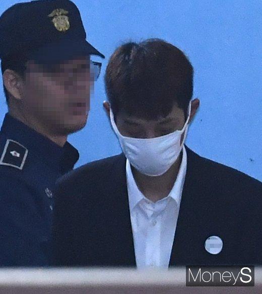 [머니S포토] '성관계 몰카' 정준영, 짧아진 머리카락