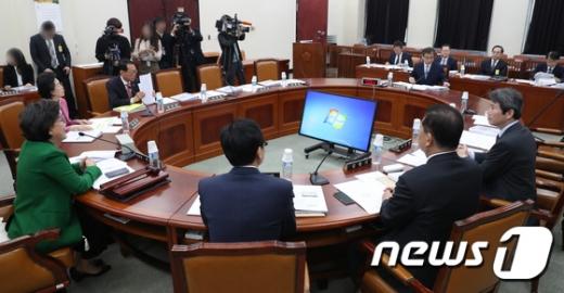 """국회 정보위 """"북한 미사일, 우리 첨단무기 도입에 반발"""" (속보)"""