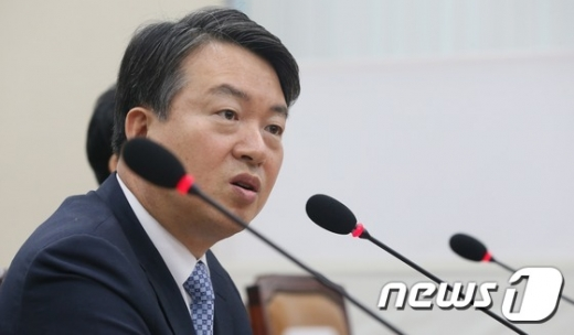 """강신명 영장심사 출석…""""경찰과 제 입장 소상히 소명할 것"""" (속보)"""