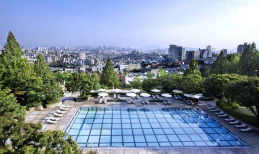 그랜드 하얏트 서울 야외수영장 전경. /사진=그랜드 하얏트 서울