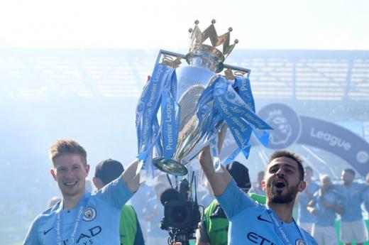 맨체스터 시티(맨시티)의 핵심 선수로 자리잡은 베르나르두 실바(오른쪽)가 차기 시즌 UEFA 챔피언스리그 우승을 향한 열망을 드러냈다. /사진=로이터