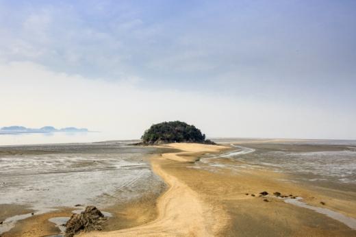 바닷길이 열리는 목섬. /사진=한국관광공사