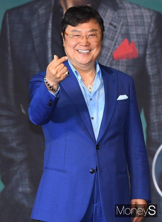 [머니S포토] 남진 '영원한 오빠의 하트'