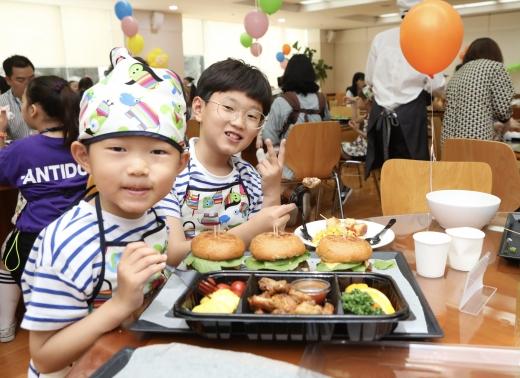 현대엔지니어링이 해외근무임직원 자녀 70명을 서울 계동 본사로 초청했다. /사진=현대엔지니어링
