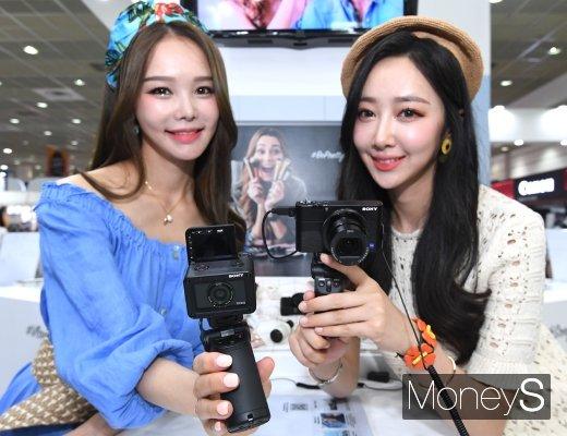 [머니S포토] '초소형 카메라·하이엔드 카메라 구경하세요'