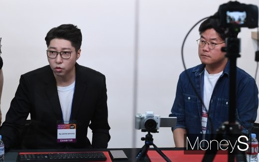 [머니S포토] 함께 방송하는 대도서관과 나영석PD (P&I 2019)