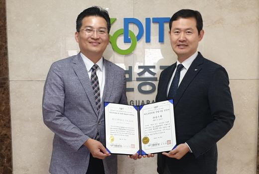 강연수 올스웰 대표(왼쪽)와 김현수 인천스타트업지점장. /사진=올스웰
