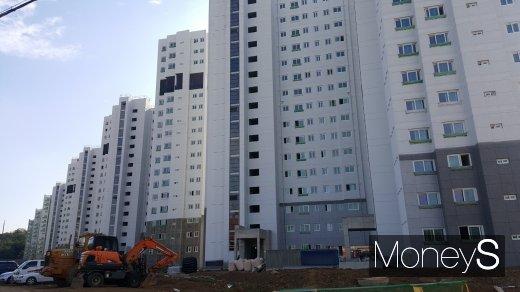 항동지구의 한 아파트 건설 현장. /사진=김창성 기자