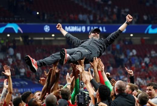 독일 축구의 전설 위르겐 클린스만이 위르겐 클롭 리버풀 감독을 향해 극찬을 남겼다. /사진=로이터