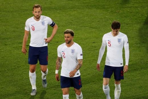 7일 오전 3시 45분(한국시간) 포르투갈 기마랑이스 에스타디오 아폰소 엔리케서 열린 2018-2019시즌 유럽축구연맹(UEFA) 네이션스리그 그룹A 준결승에서 네덜란드에 패한 후 고개를 떨군 잉글랜드 선수들. /사진=로이터